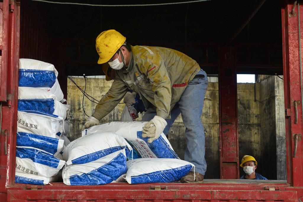 Trung Quốc cứu nền kinh tế đang sốt cao vì virus Vũ Hán như thế nào? - Ảnh 2.