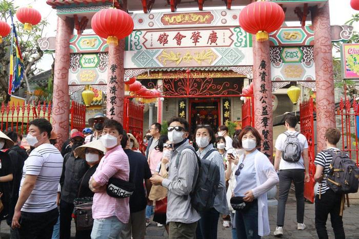 Hướng đi vực dậy ngành du lịch Việt Nam trong cơn bão khủng hoảng vì dịch virus corona - Ảnh 1.