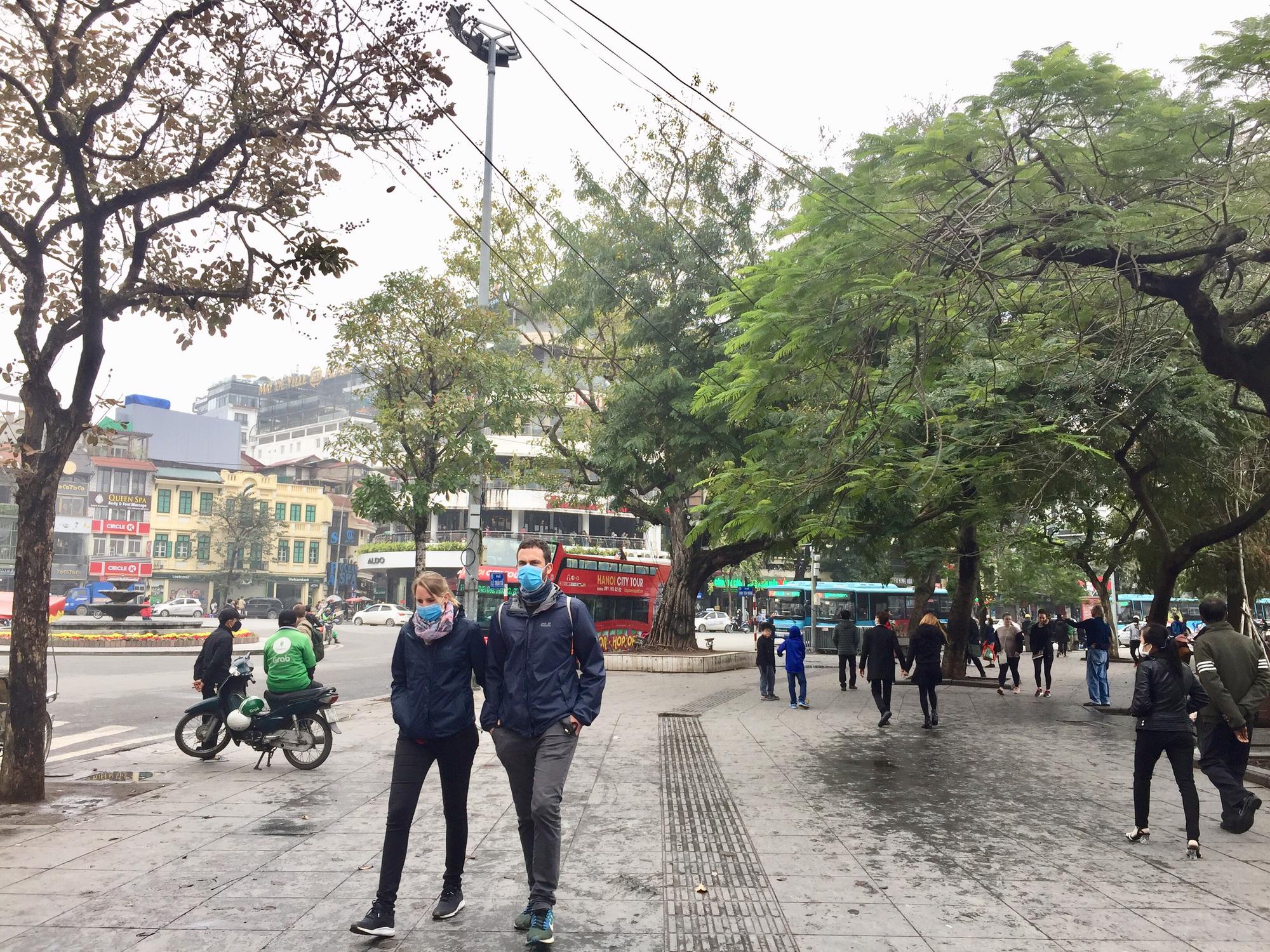 Nhiều điểm tham quan Hà Nội thưa thớt khách du lịch giữa mùa dịch corona - Ảnh 5.
