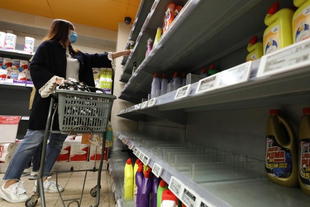 Vét sạch siêu thị giữa dịch viêm phổi - Ảnh 4.