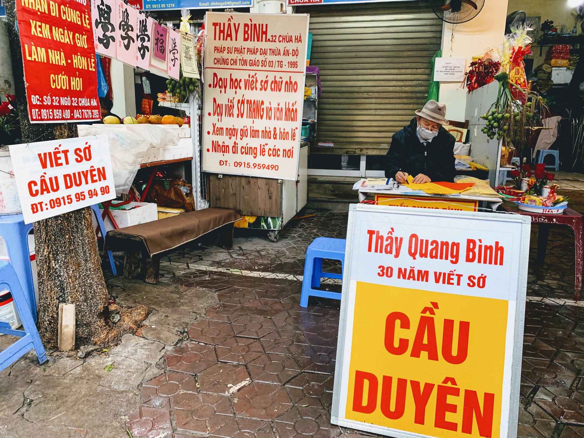 Rằm tháng Giêng, hàng quán ven đền chùa ế ẩm, người bán than trời: Chưa năm nào vắng như năm nay - Ảnh 11.