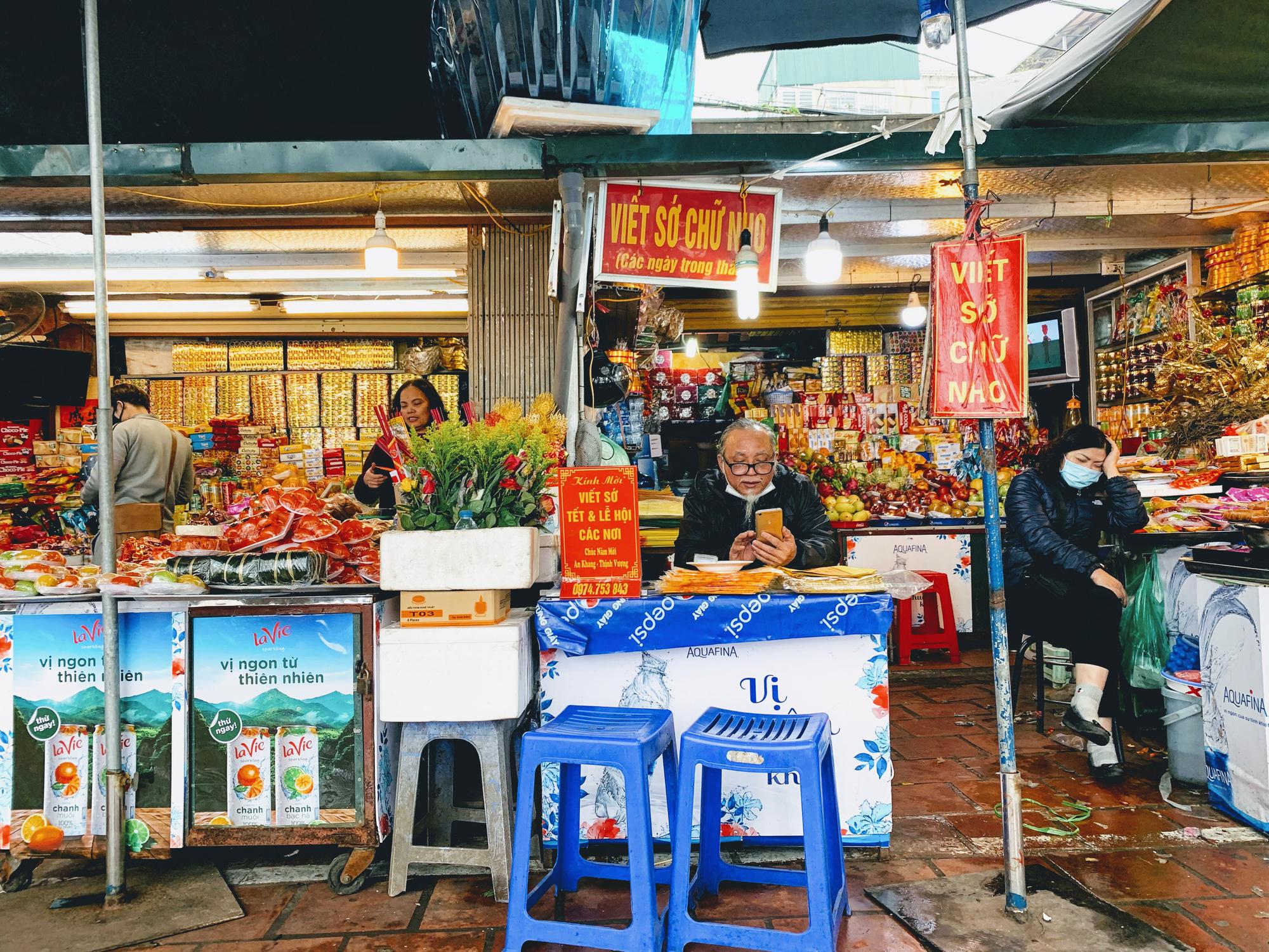 Rằm tháng Giêng, hàng quán ven đền chùa ế ẩm, người bán than trời: Chưa năm nào vắng như năm nay - Ảnh 10.