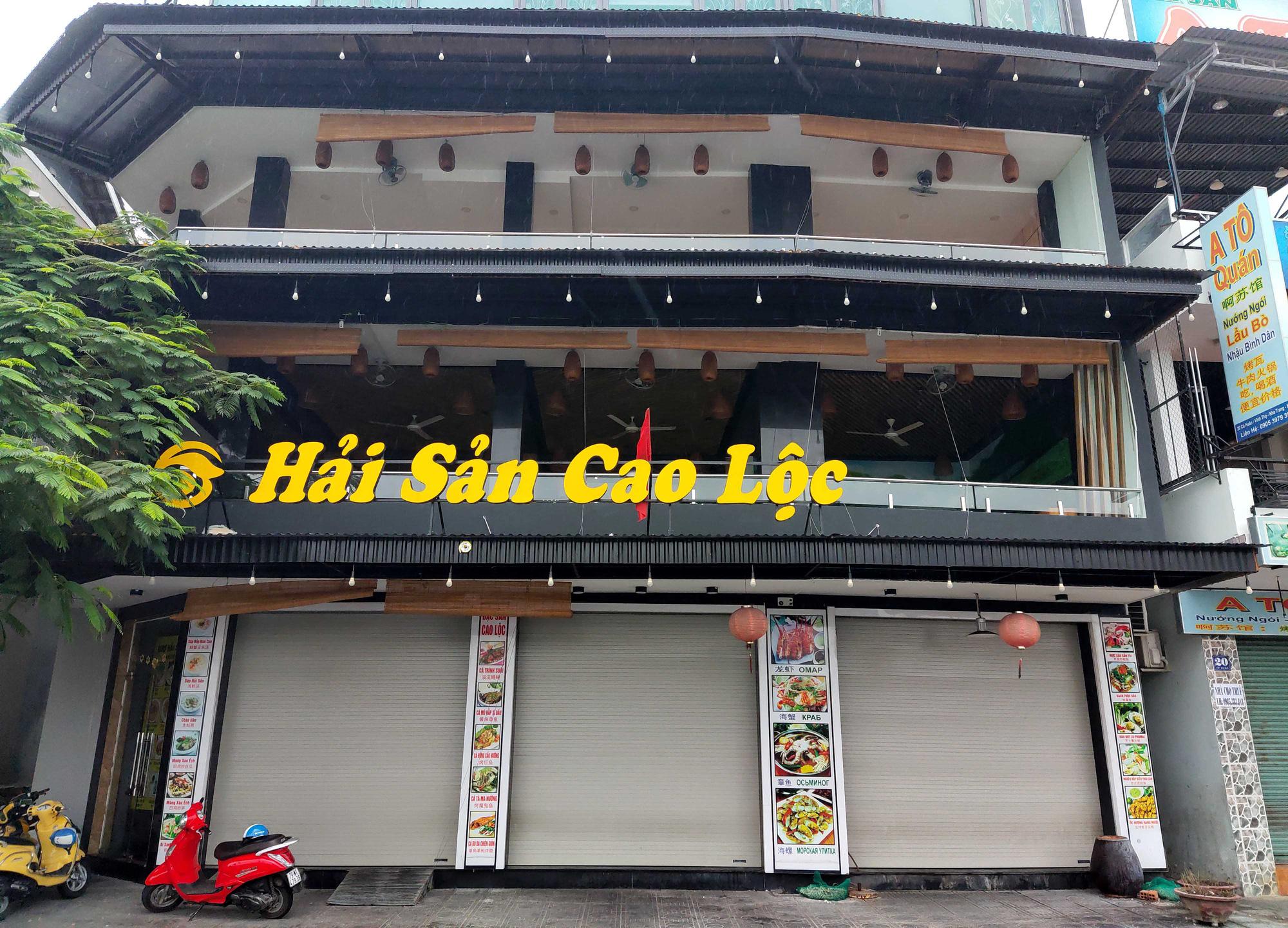 Nha Trang: Phố hải sản đìu hiu, hàng loạt nhà hàng đóng cửa trong đại dịch corona  - Ảnh 2.