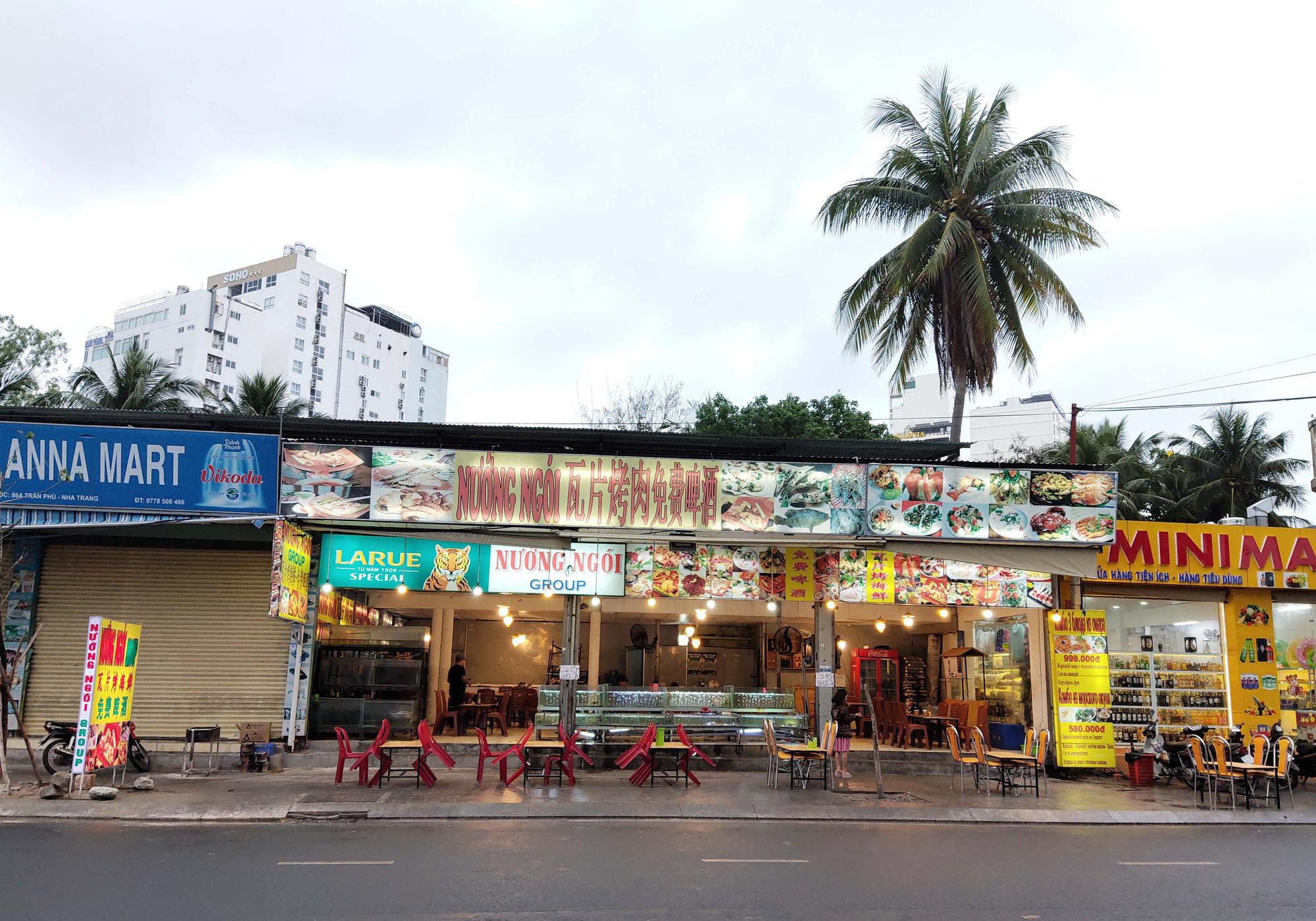 Nha Trang: Phố hải sản đìu hiu, hàng loạt nhà hàng đóng cửa trong đại dịch corona  - Ảnh 14.