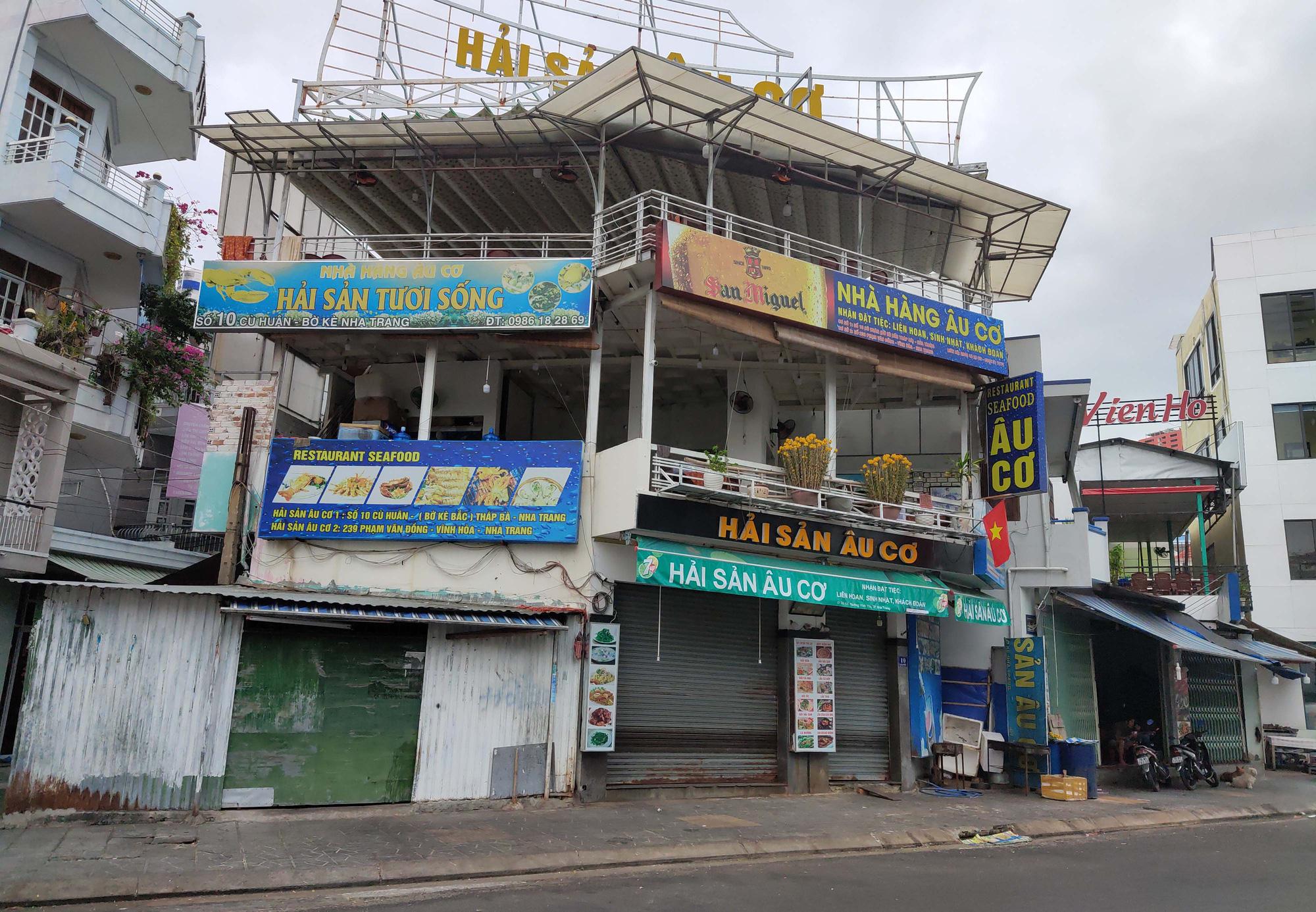 Nha Trang: Phố hải sản đìu hiu, hàng loạt nhà hàng đóng cửa trong đại dịch corona  - Ảnh 4.