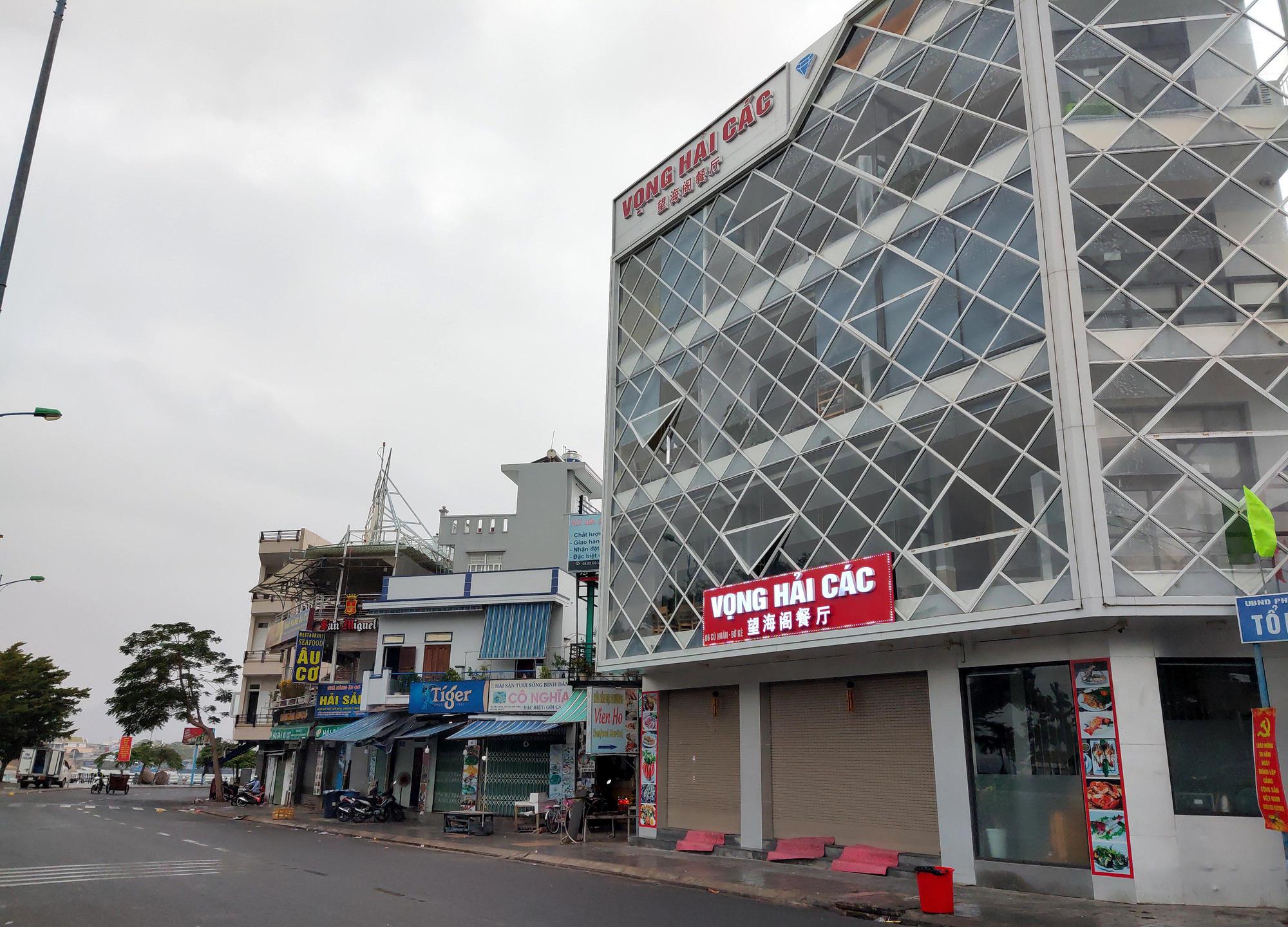 Nha Trang: Phố hải sản đìu hiu, hàng loạt nhà hàng đóng cửa trong đại dịch corona  - Ảnh 3.