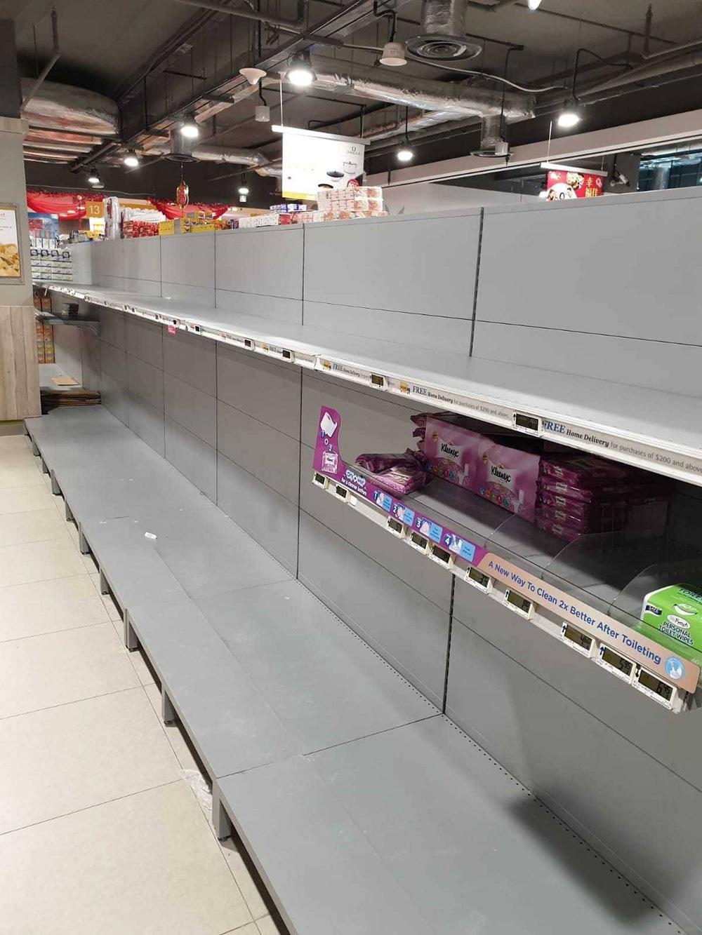 Vét sạch siêu thị giữa dịch viêm phổi - Ảnh 6.