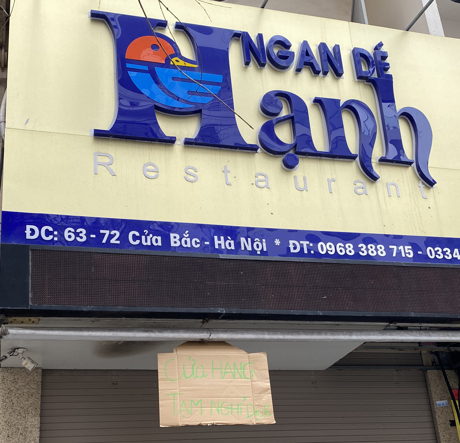 Cận cảnh loạt nhà hàng, quán ăn xung quanh phố Trúc Bạch đóng cửa vì ế khách - Ảnh 14.