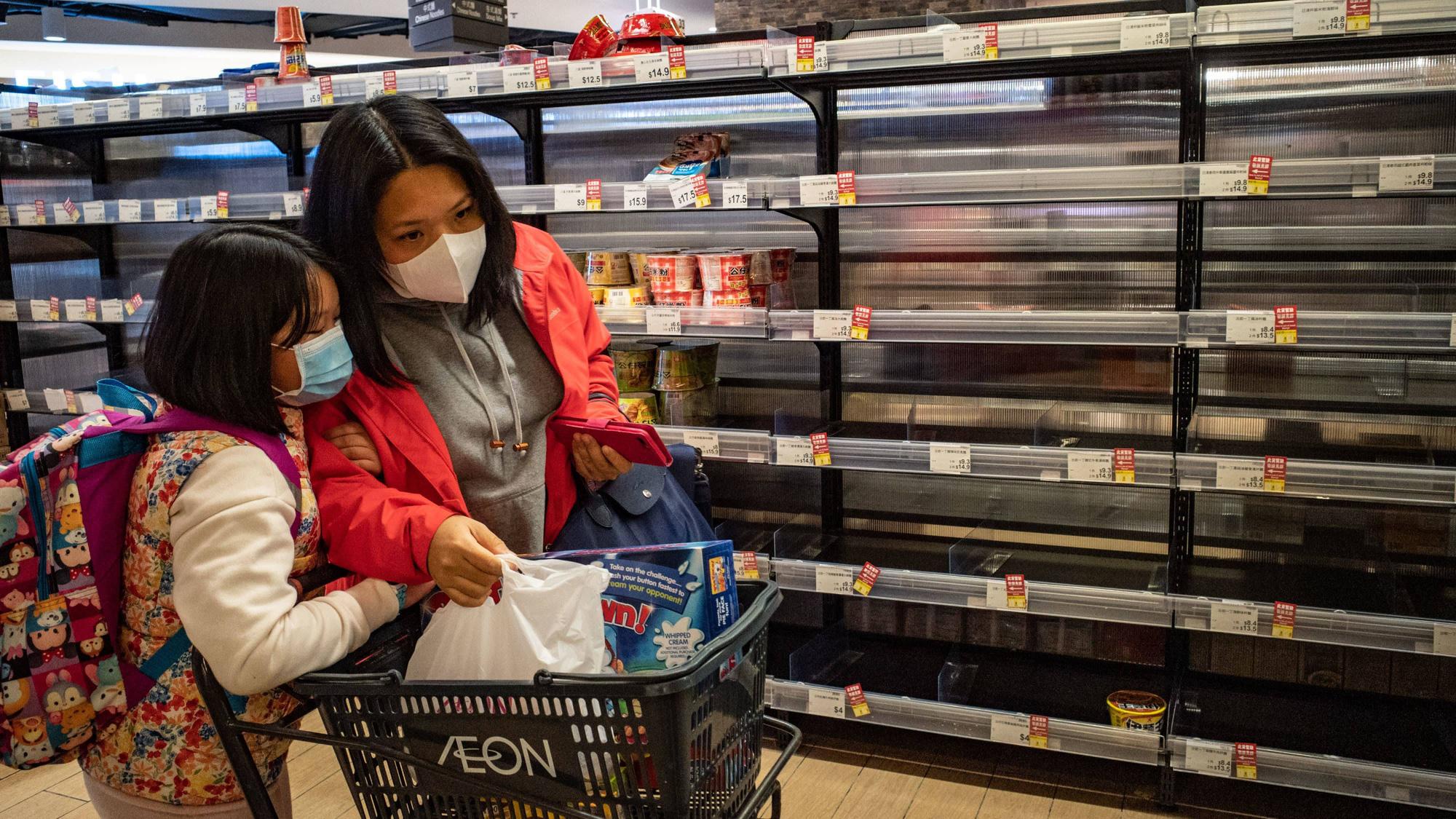 Cách các nước châu Á phản ứng trước việc người dân mua khẩu trang, thực phẩm, giấy vệ sinh trong cơn hoảng loạn giữa dịch Covid-19 - Ảnh 1.