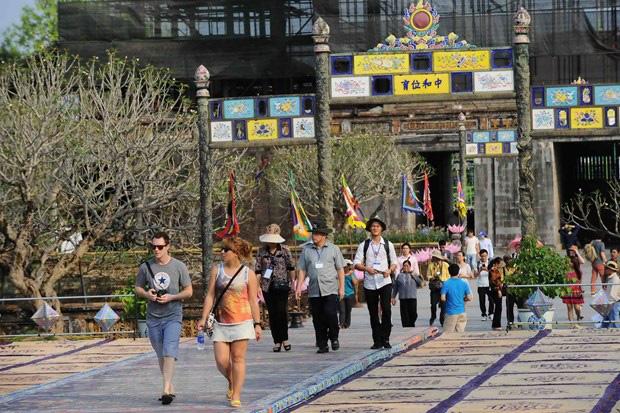 Việt Nam tạm dừng miễn thị thực cho 8 nước châu Âu - Ảnh 1.