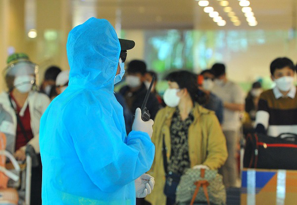 3/4 thành phố mà bệnh nhân thứ 34 từng đến đều có tình hình dịch bệnh phức tạp - Ảnh 1.