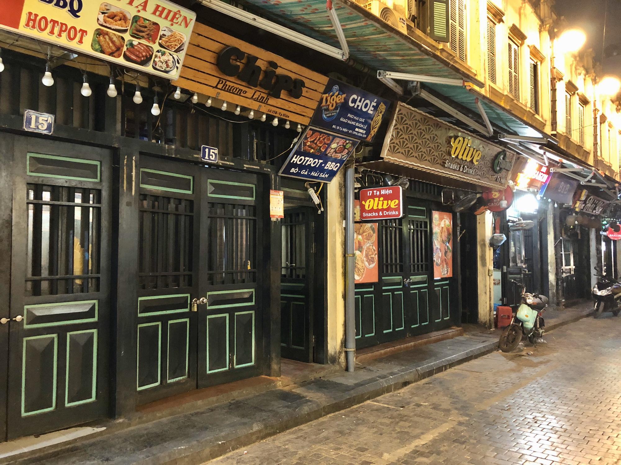 Phố Tạ Hiện vắng khách, các hàng quán ế ẩm giữa mùa dịch corona - Ảnh 5.