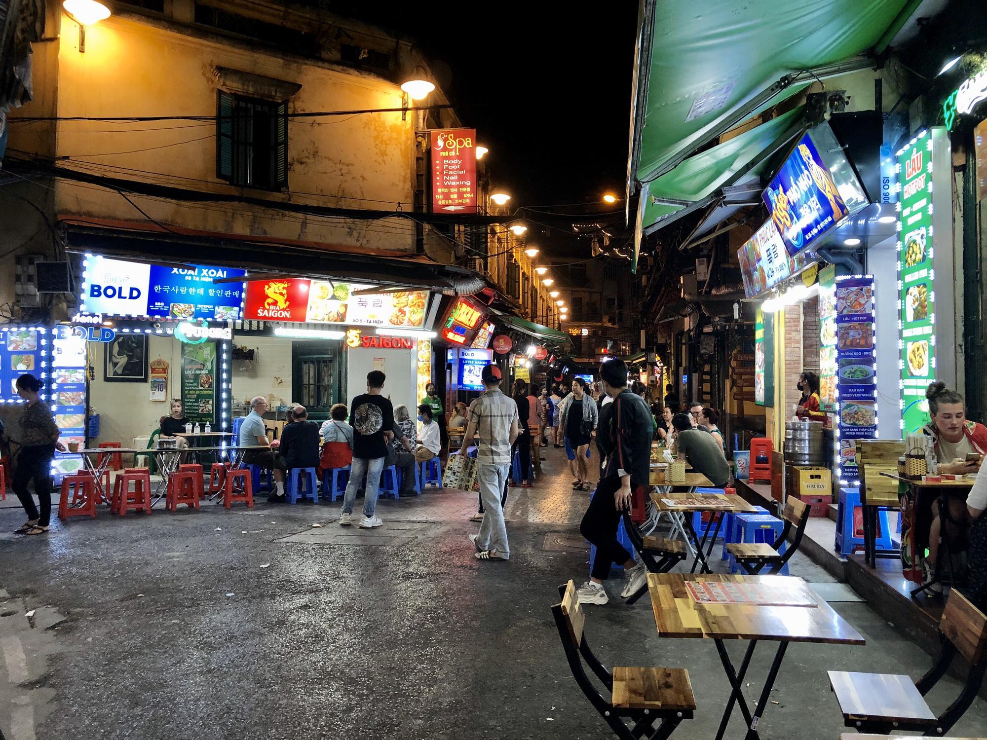 Phố Tạ Hiện vắng khách, các hàng quán ế ẩm giữa mùa dịch corona - Ảnh 6.