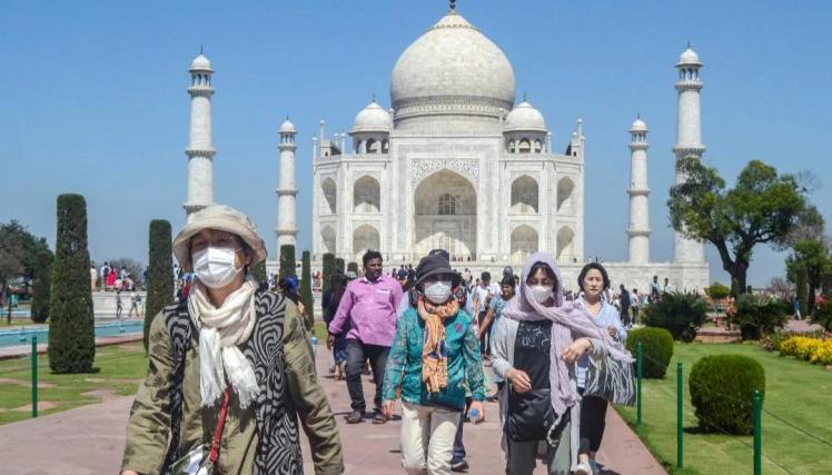 Ấn Độ hủy hầu hết visa cho khách nước ngoài để ngăn chặn dịch corona - Ảnh 1.