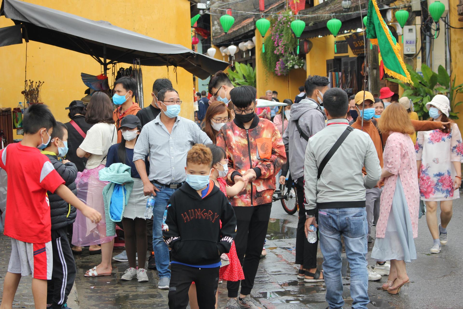 Hội An tạm dừng bán vé tham quan khu phố cổ và hoạt động phố đi bộ do dịch virus corona - Ảnh 1.