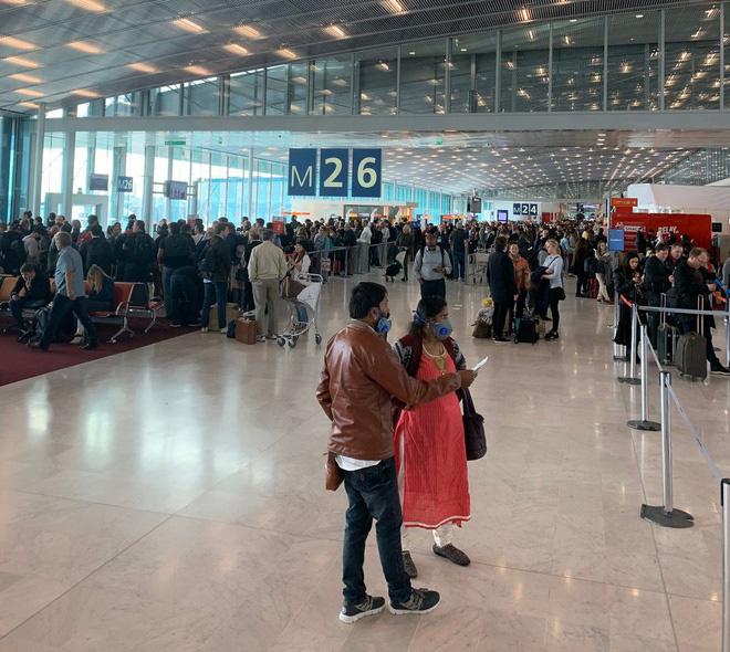 Người Mỹ ở châu Âu: 'Tôi trả 5.000 USD cho chuyến bay trở về nhà' - Ảnh 2.