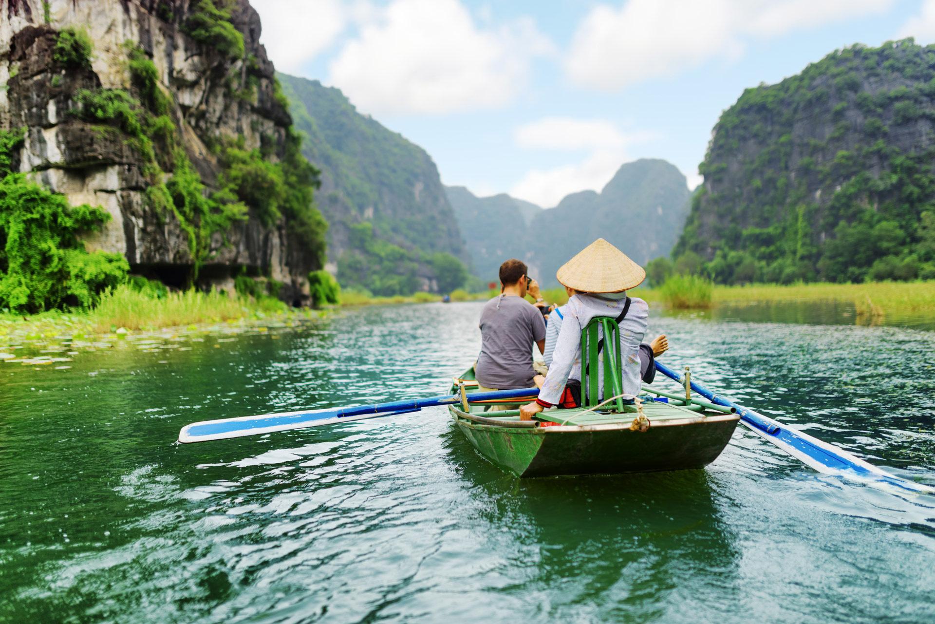 Ninh Bình tạm dừng đón khách, Tiền Giang tạm dừng tiếp nhận khách du lịch quốc tế do dịch corona - Ảnh 1.
