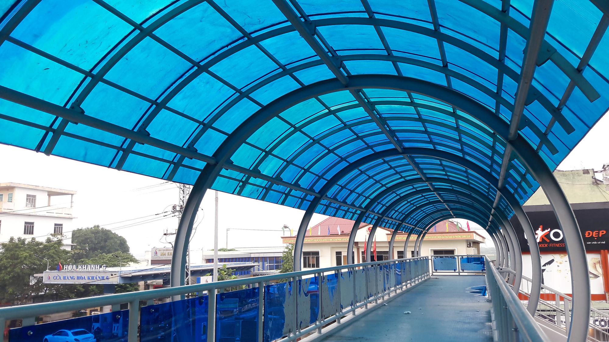Cận cảnh cầu đi bộ tiền tỉ qua công viên 29/3 Đà Nẵng đầu tư cho người dân thụ hưởng - Ảnh 10.