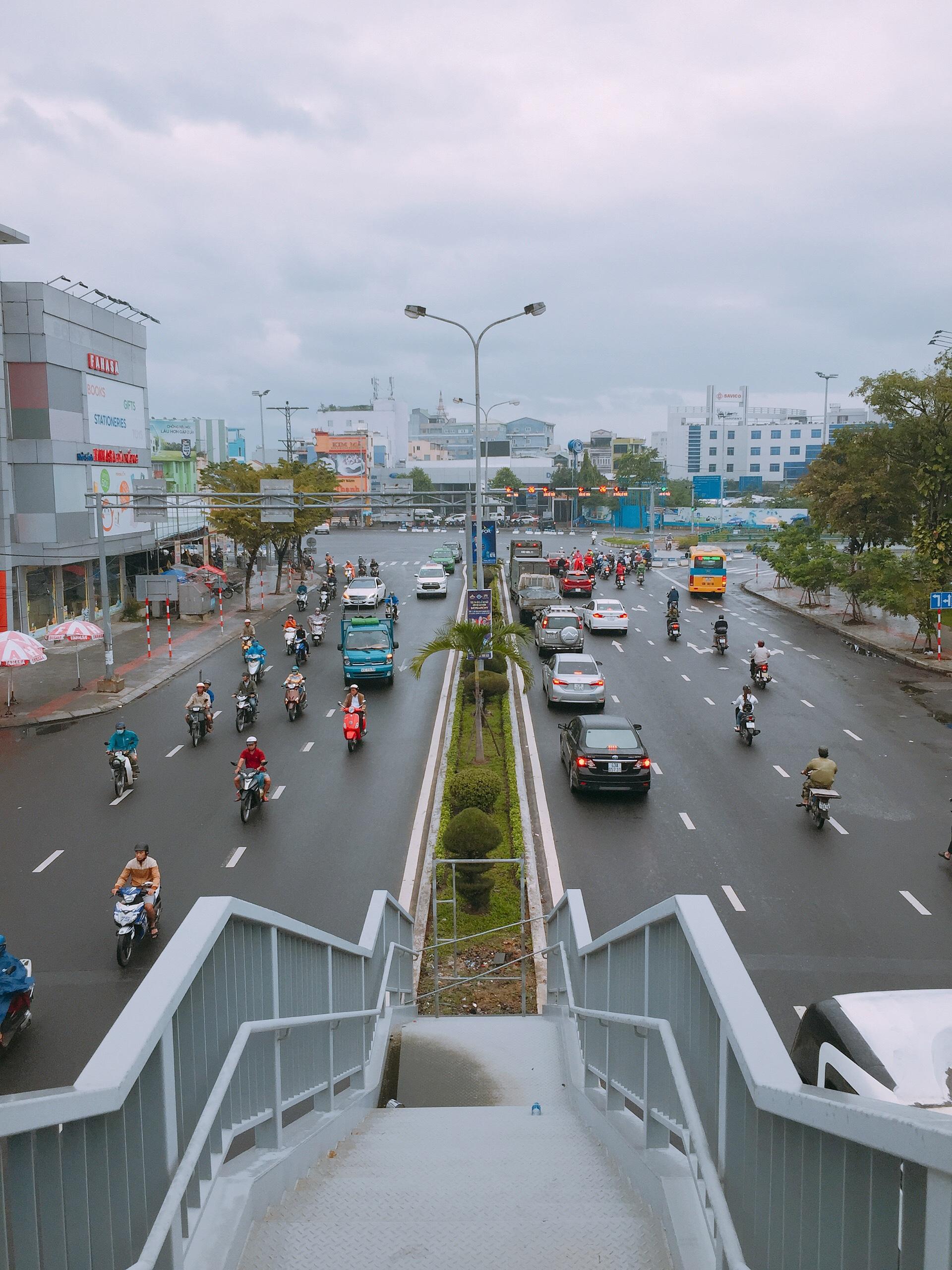 Cận cảnh cầu đi bộ tiền tỉ qua công viên 29/3 Đà Nẵng đầu tư cho người dân thụ hưởng - Ảnh 11.