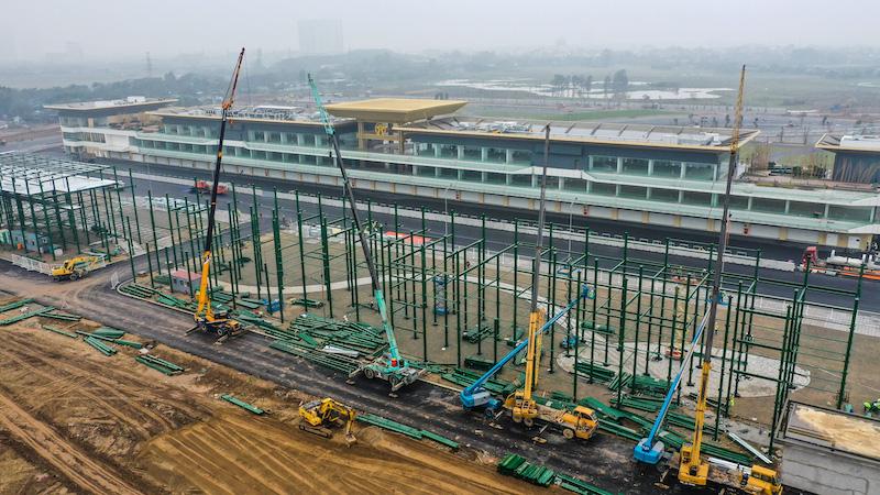 VinFast của tỉ phú Phạm Nhật Vượng thiệt hại thế nào khi chặng đua F1 Hà Nội tạm hoãn vì Covid - 19? - Ảnh 3.