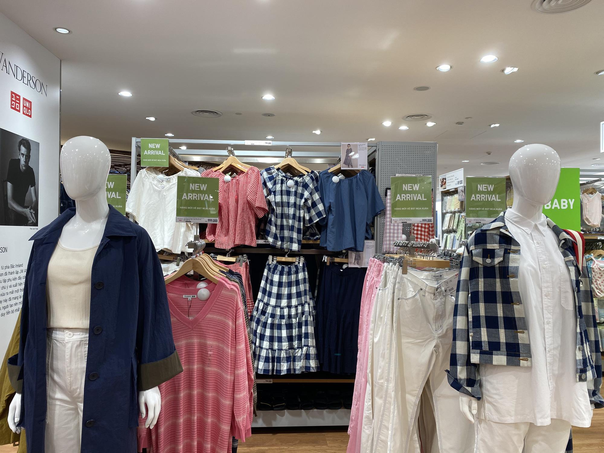 Uniqlo Hà Nội sau 1 tuần khai trương, khách hàng vẫn tới trải nghiệm mua sắm dù đang có dịch bệnh - Ảnh 12.