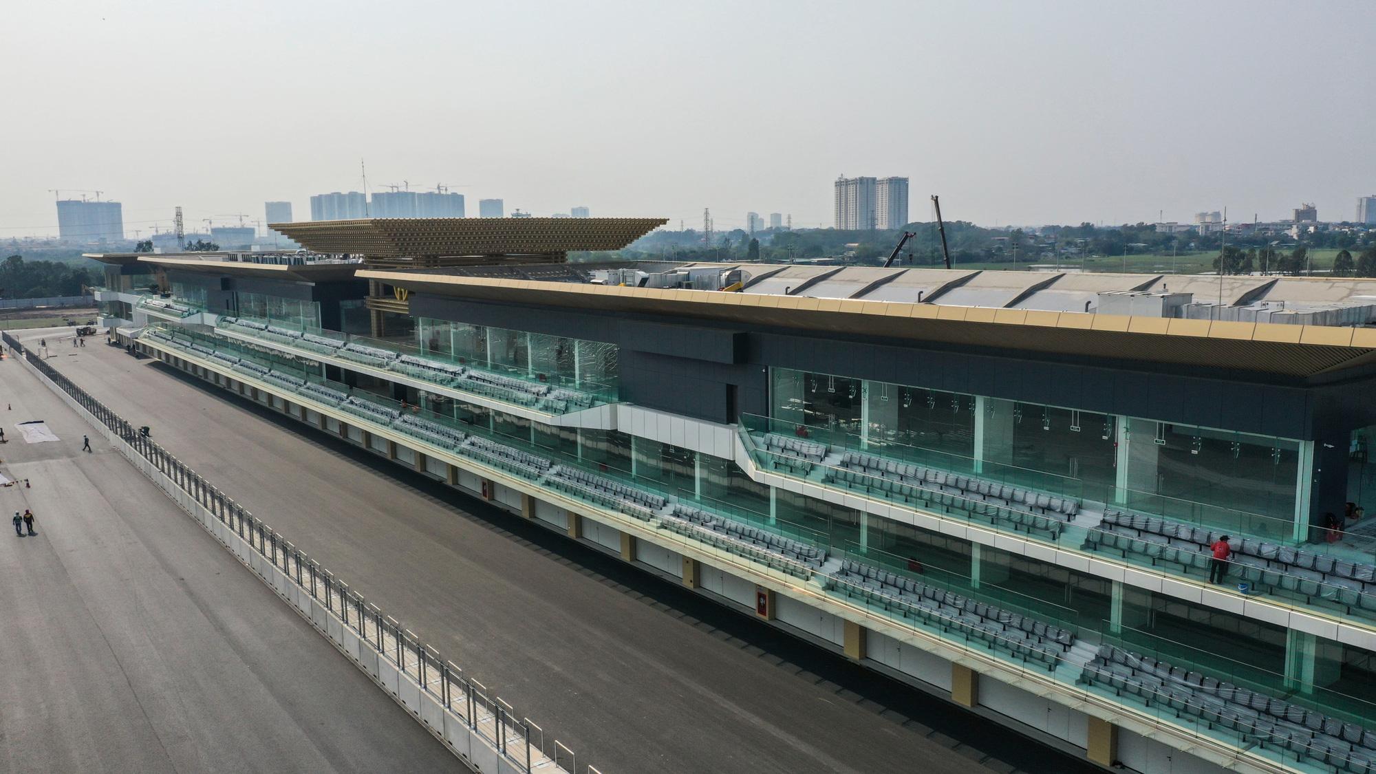VinFast của tỉ phú Phạm Nhật Vượng thiệt hại thế nào khi chặng đua F1 Hà Nội tạm hoãn vì Covid - 19? - Ảnh 5.