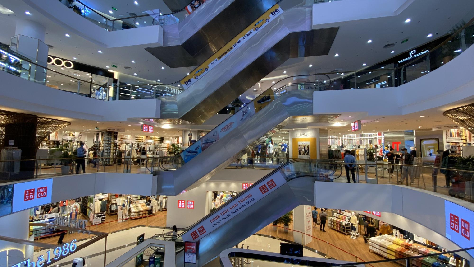 Uniqlo Hà Nội sau 1 tuần khai trương, khách hàng vẫn tới trải nghiệm mua sắm dù đang có dịch bệnh - Ảnh 10.