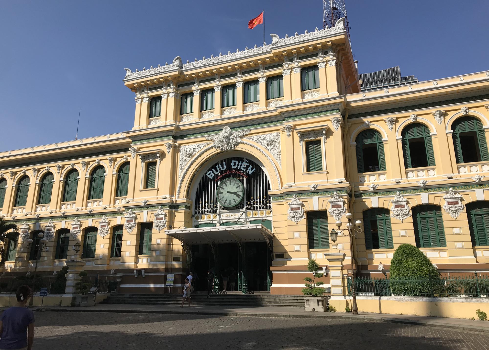 Liên tiếp xuất hiện ca nhiễm Covid-19, đường Sài Gòn vắng tanh, Vincom Đồng Khởi không một bóng người - Ảnh 5.