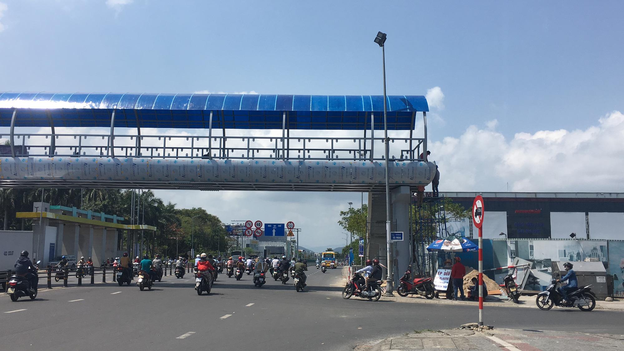 Cận cảnh cầu đi bộ tiền tỉ qua công viên 29/3 Đà Nẵng đầu tư cho người dân thụ hưởng - Ảnh 5.