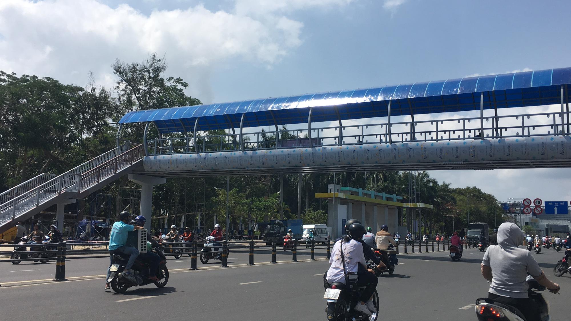 Cận cảnh cầu đi bộ tiền tỉ qua công viên 29/3 Đà Nẵng đầu tư cho người dân thụ hưởng - Ảnh 8.