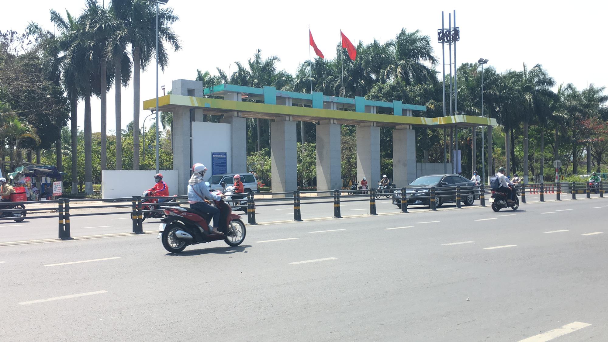 Cận cảnh cầu đi bộ tiền tỉ qua công viên 29/3 Đà Nẵng đầu tư cho người dân thụ hưởng - Ảnh 1.