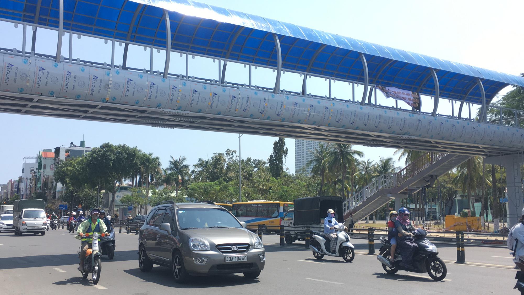 Cận cảnh cầu đi bộ tiền tỉ qua công viên 29/3 Đà Nẵng đầu tư cho người dân thụ hưởng - Ảnh 6.