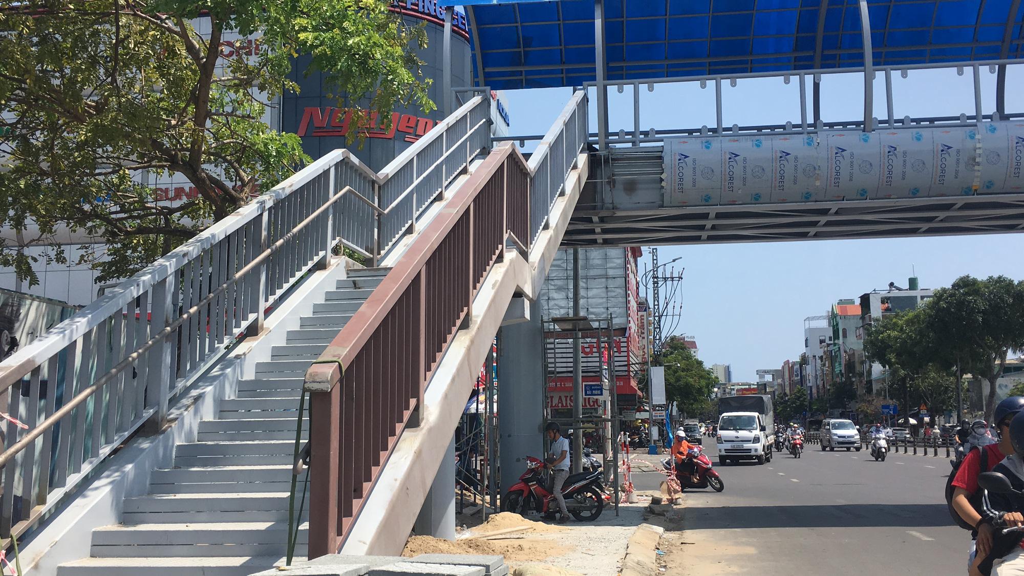 Cận cảnh cầu đi bộ tiền tỉ qua công viên 29/3 Đà Nẵng đầu tư cho người dân thụ hưởng - Ảnh 7.