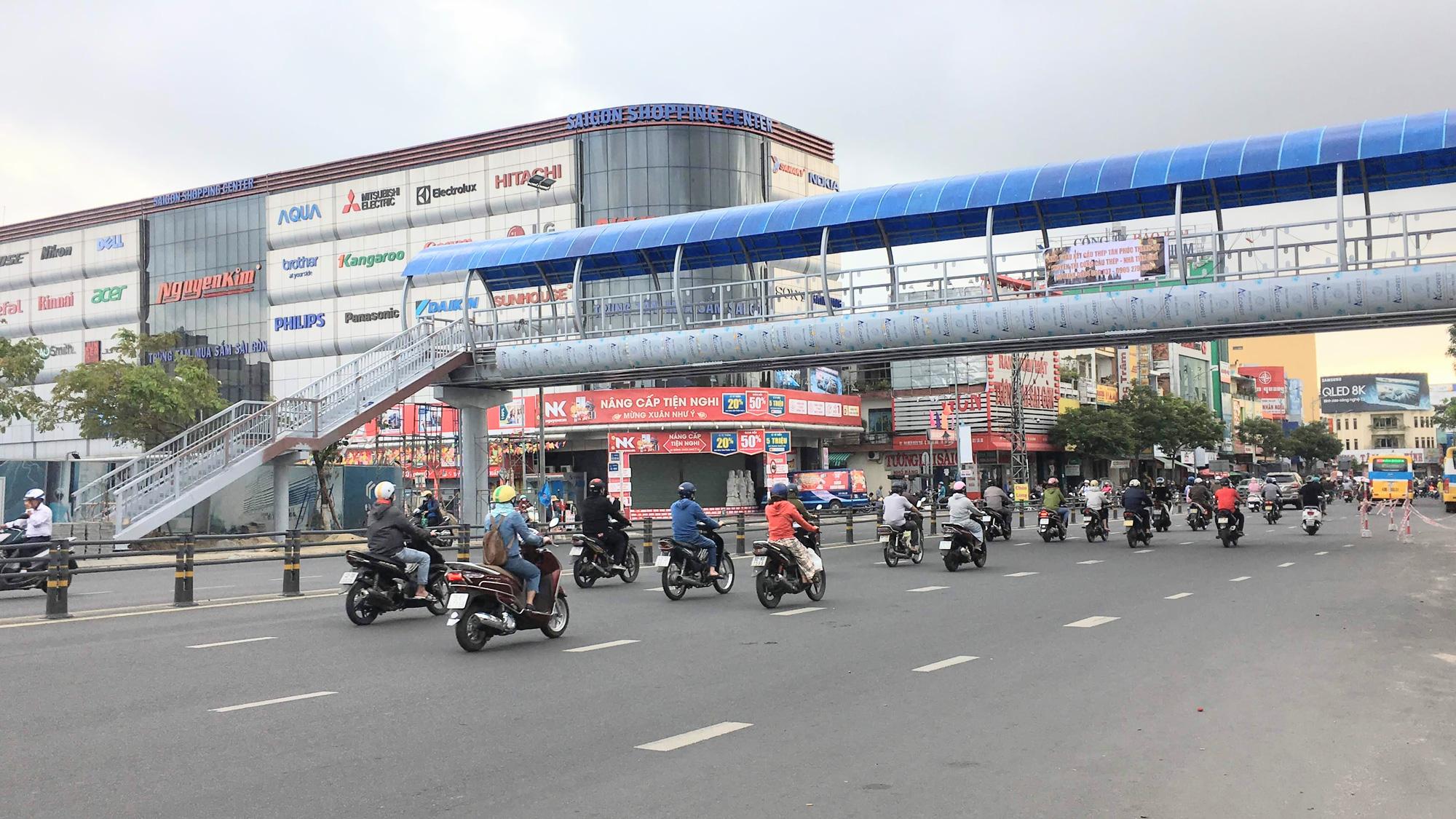 Cận cảnh cầu đi bộ tiền tỉ qua công viên 29/3 Đà Nẵng đầu tư cho người dân thụ hưởng - Ảnh 2.