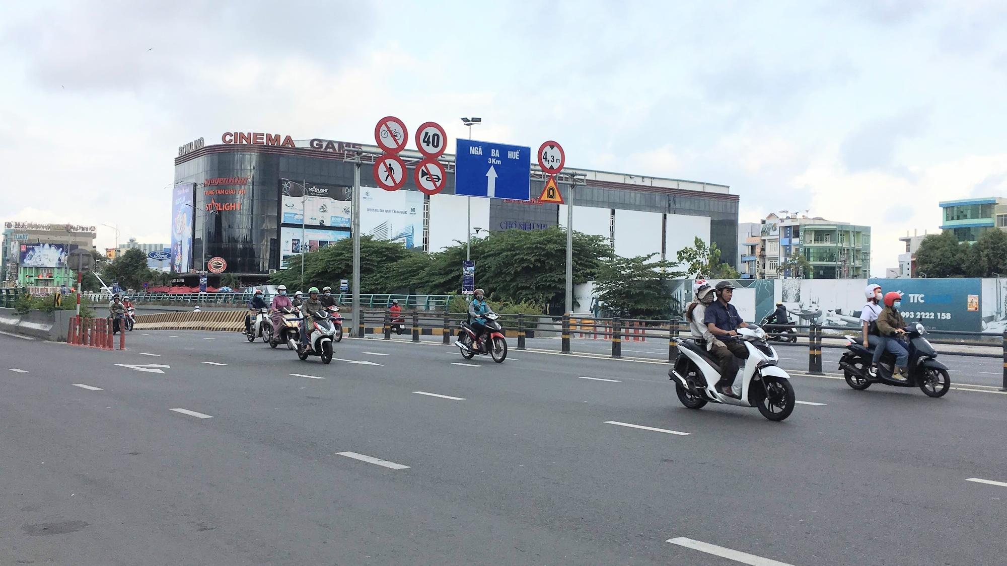 Cận cảnh cầu đi bộ tiền tỉ qua công viên 29/3 Đà Nẵng đầu tư cho người dân thụ hưởng - Ảnh 4.