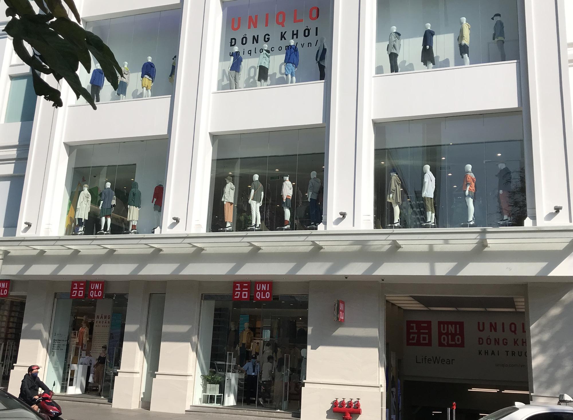 Cuối tuần, Vincom Đồng Khởi, Saigon Centre, Takashimaya vắng tanh vì nỗi lo dịch Covid-19 - Ảnh 10.