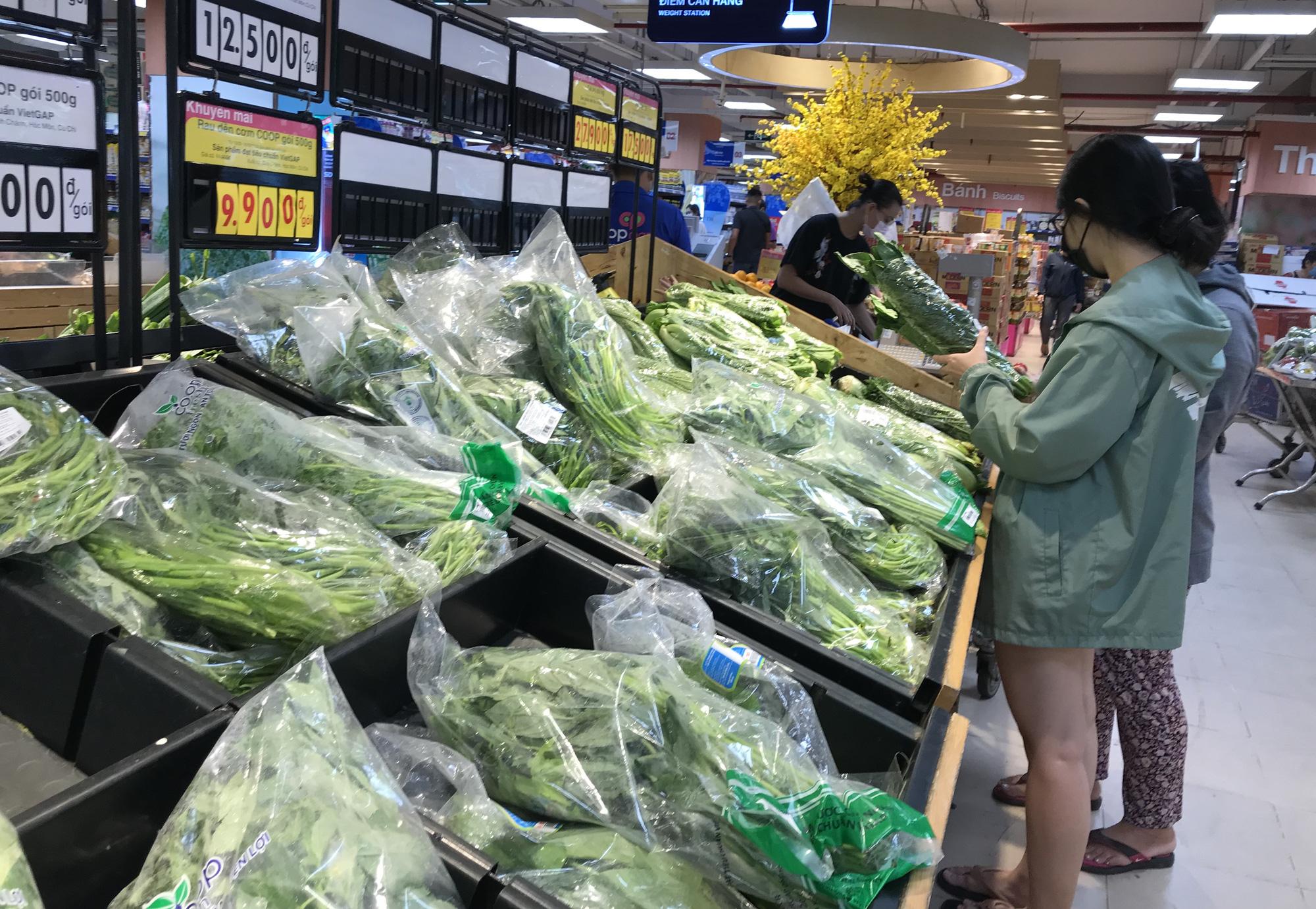3 kịch bản cung ứng thực phẩm cho người dân TP HCM, Co.opmart tuyên bố bán đủ hàng dự trữ cả tuần lễ - Ảnh 1.