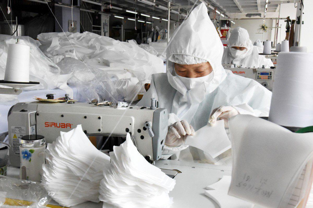 Sản xuất ồ ạt khẩu trang y tế, Trung Quốc có ý định xuất khẩu sang các nước đang có dịch bệnh - Ảnh 1.