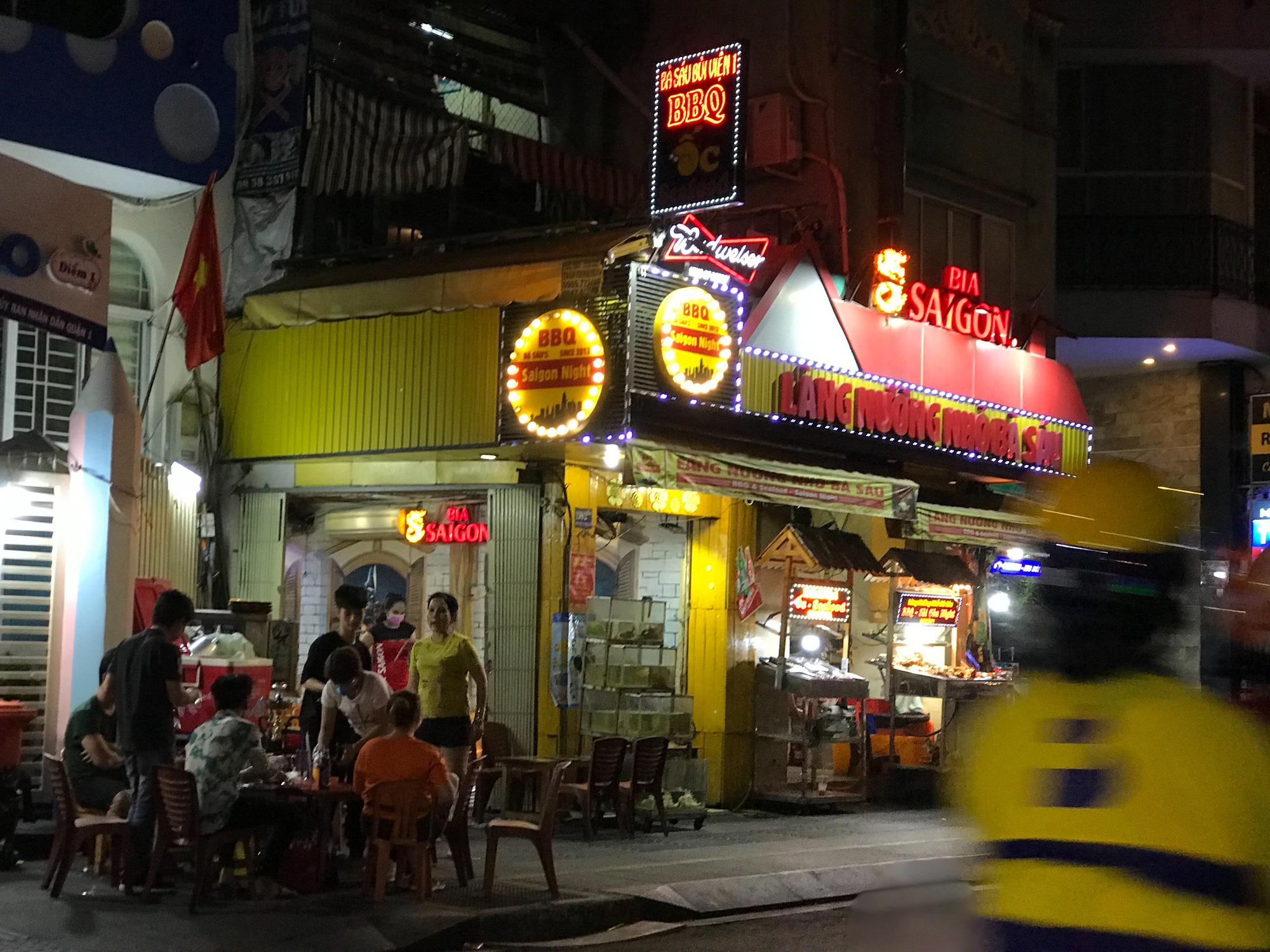 """Sài Gòn 16/3: Các điểm vui chơi, du lịch tham quan tại quận 1 """"vắng lặng"""" giữa mùa dịch Corona - Ảnh 11."""