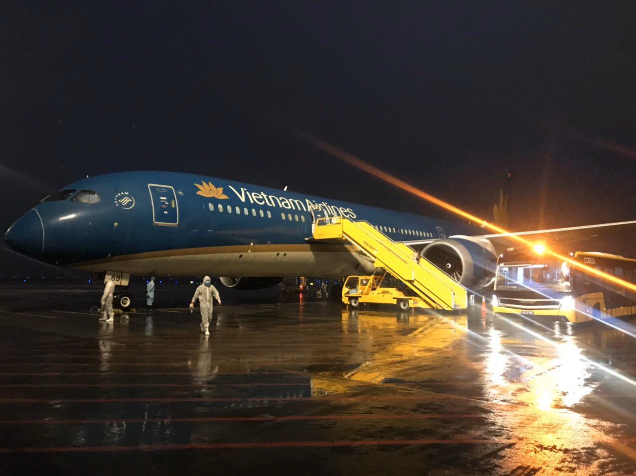 Bộ GTVT yêu cầu hạn chế chuyến bay từ Hà Nội, TP HCM đến các nơi khác trên toàn quốc - Ảnh 1.