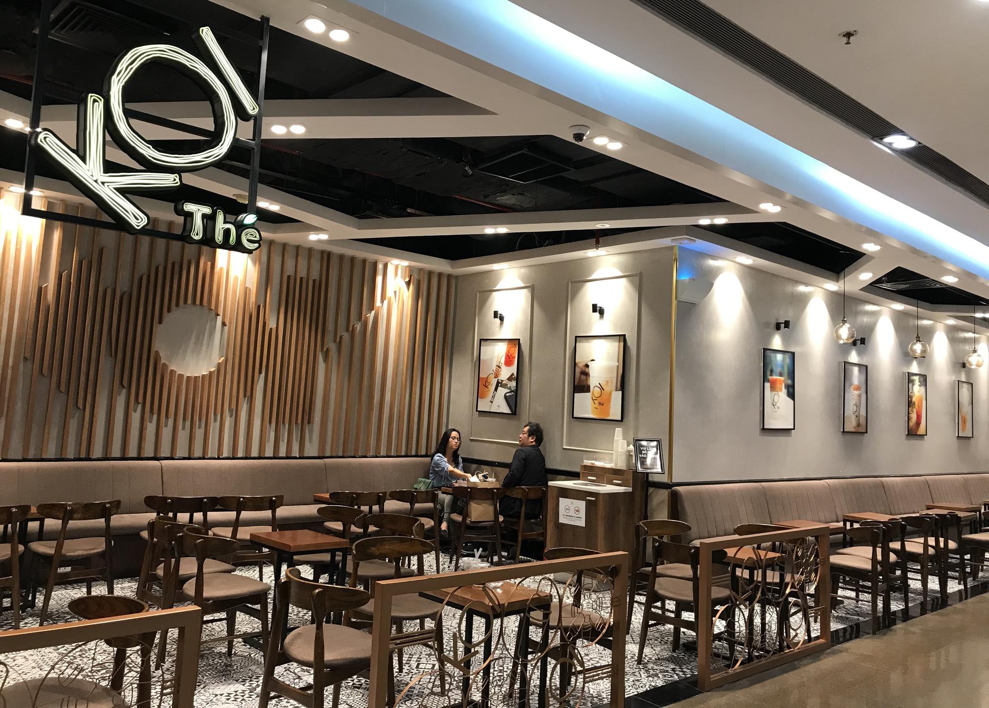Nhà hàng, quán ăn, cà phê, trà sữa ở Sài Gòn quay lại cảnh đợi khách, vắng tanh chưa từng thấy vì dịch Covid-19 - Ảnh 11.