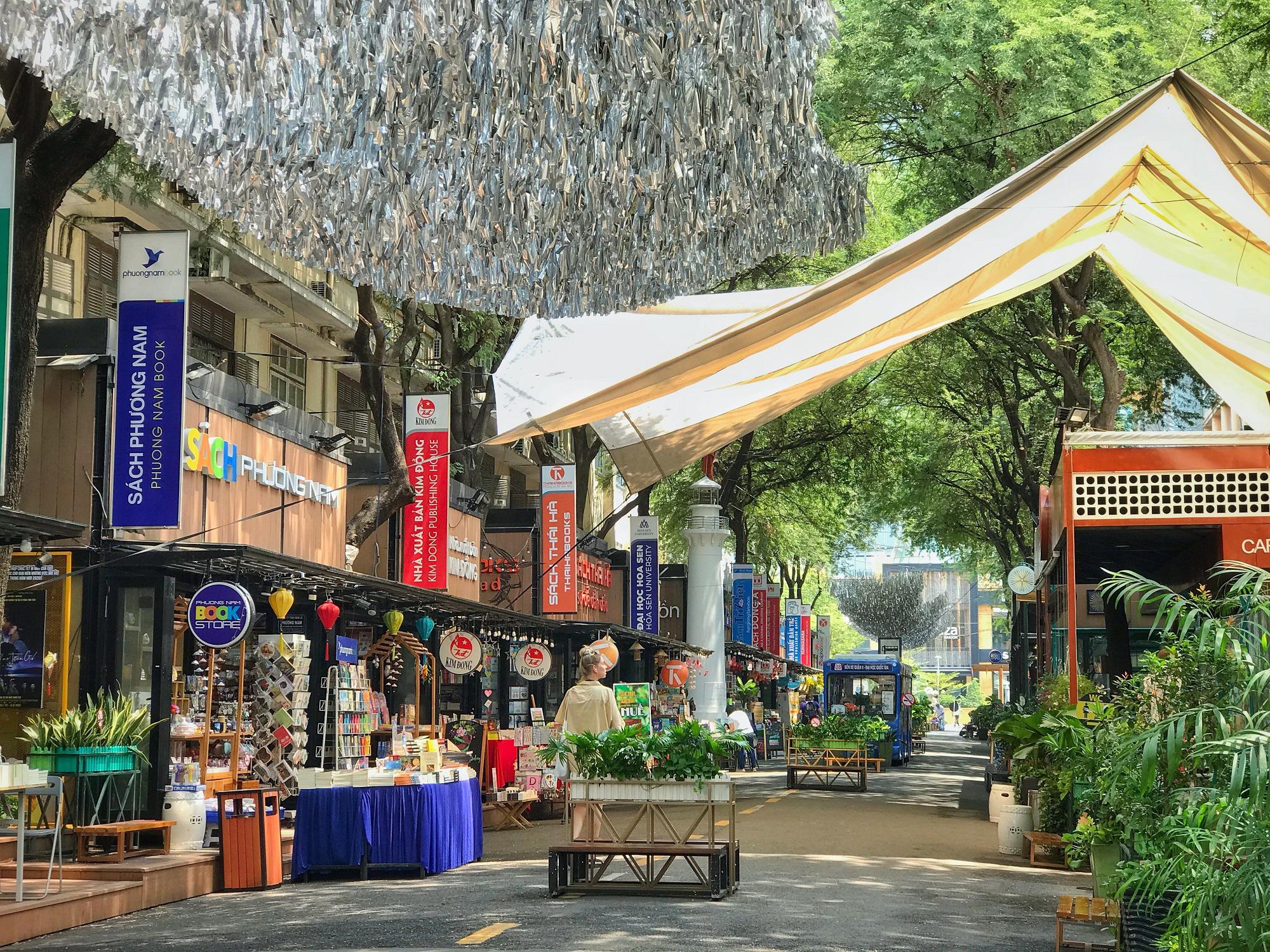 """Sài Gòn 16/3: Các điểm vui chơi, du lịch tham quan tại quận 1 """"vắng lặng"""" giữa mùa dịch Corona - Ảnh 6."""