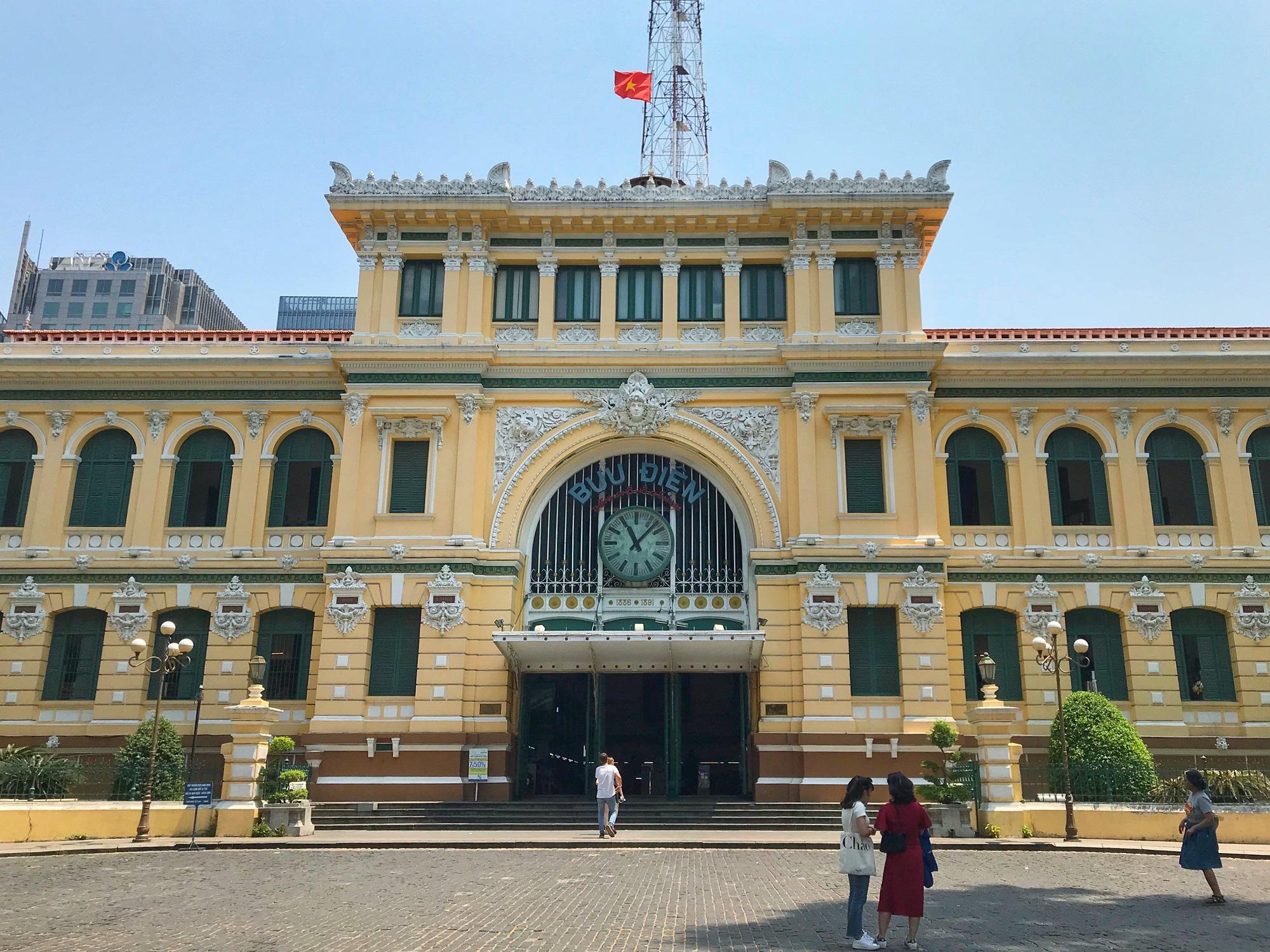"""Sài Gòn 16/3: Các điểm vui chơi, du lịch tham quan tại quận 1 """"vắng lặng"""" giữa mùa dịch Corona - Ảnh 5."""