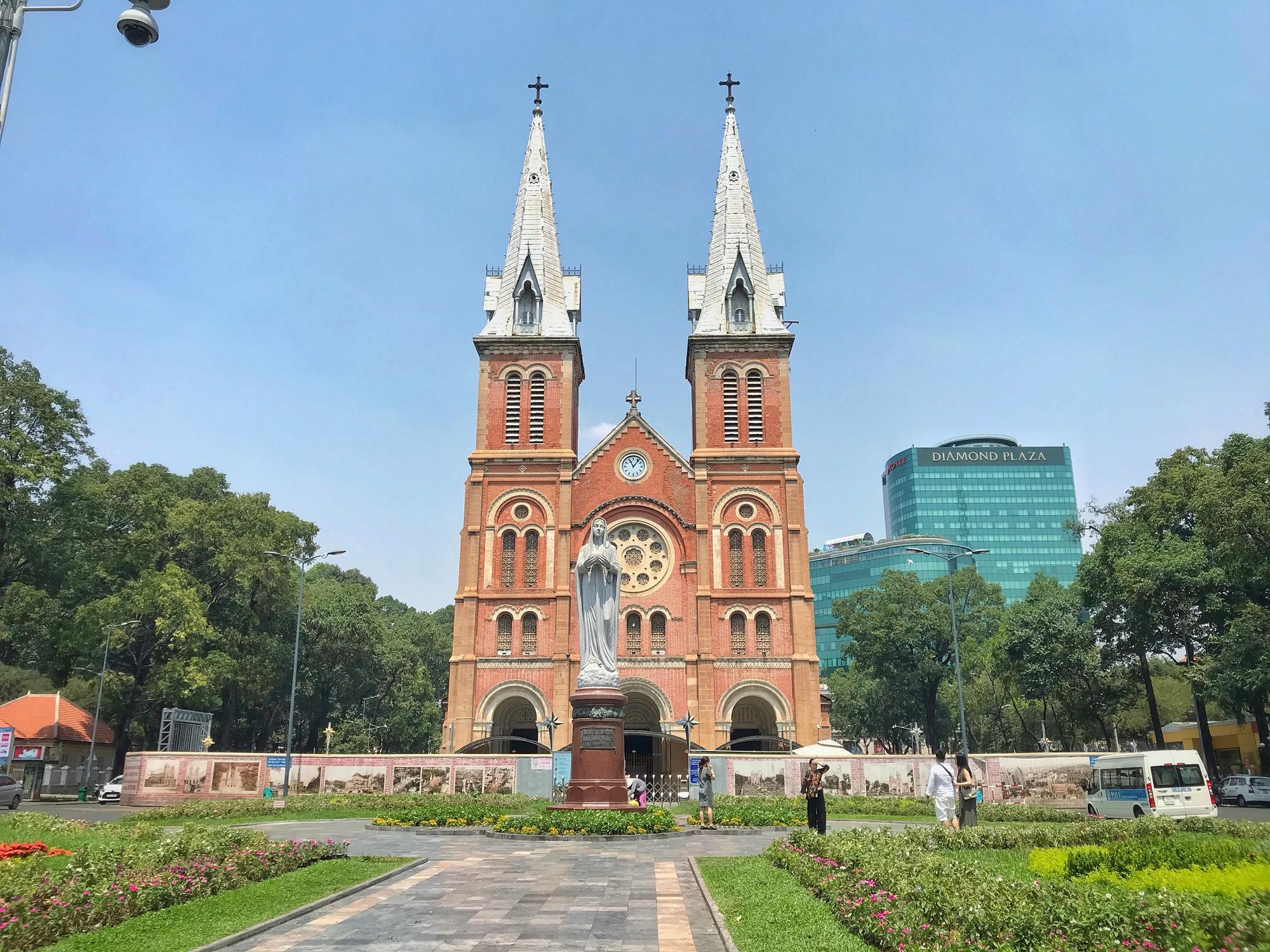 """Sài Gòn 16/3: Các điểm vui chơi, du lịch tham quan tại quận 1 """"vắng lặng"""" giữa mùa dịch Corona - Ảnh 3."""