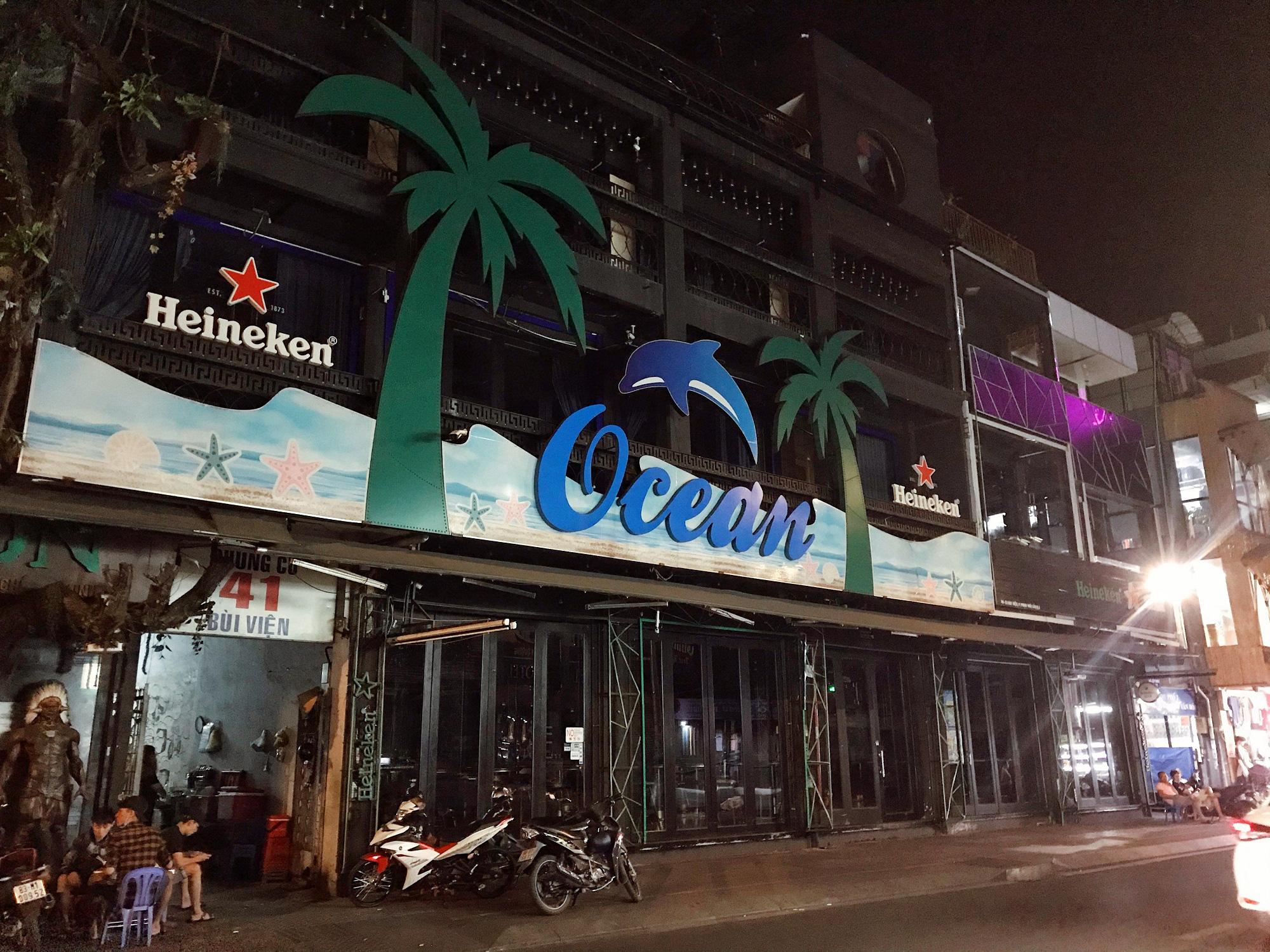 """Sài Gòn 16/3: Các điểm vui chơi, du lịch tham quan tại quận 1 """"vắng lặng"""" giữa mùa dịch Corona - Ảnh 10."""