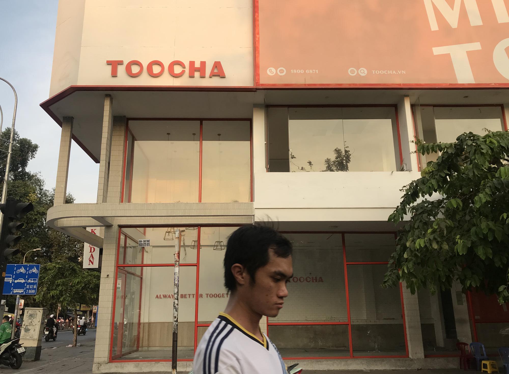 Hình ảnh loạt cửa hàng Toocha, sữa đậu nành Mr Bean của Shark Thủy, thậm chí 7-Eleven cũng đóng cửa vì Covid-19 - Ảnh 1.