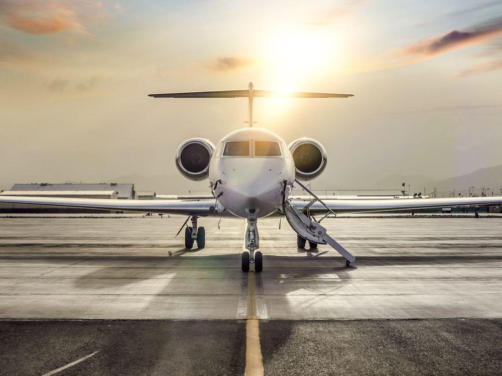 Cả giới người giàu và các hàng cho thuê máy bay tư nhân đều khốn khổ vì Covid-19 - Ảnh 1.