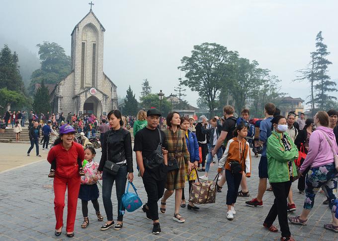 Lào Cai tạm dừng đón khách tham quan, loạt khách sạn, hãng xe du lịch ngừng hoạt động trong mùa dịch corona - Ảnh 1.