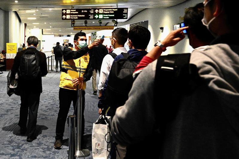 Indonesia tạm dừng cấp visa cho người nước ngoài - Ảnh 1.