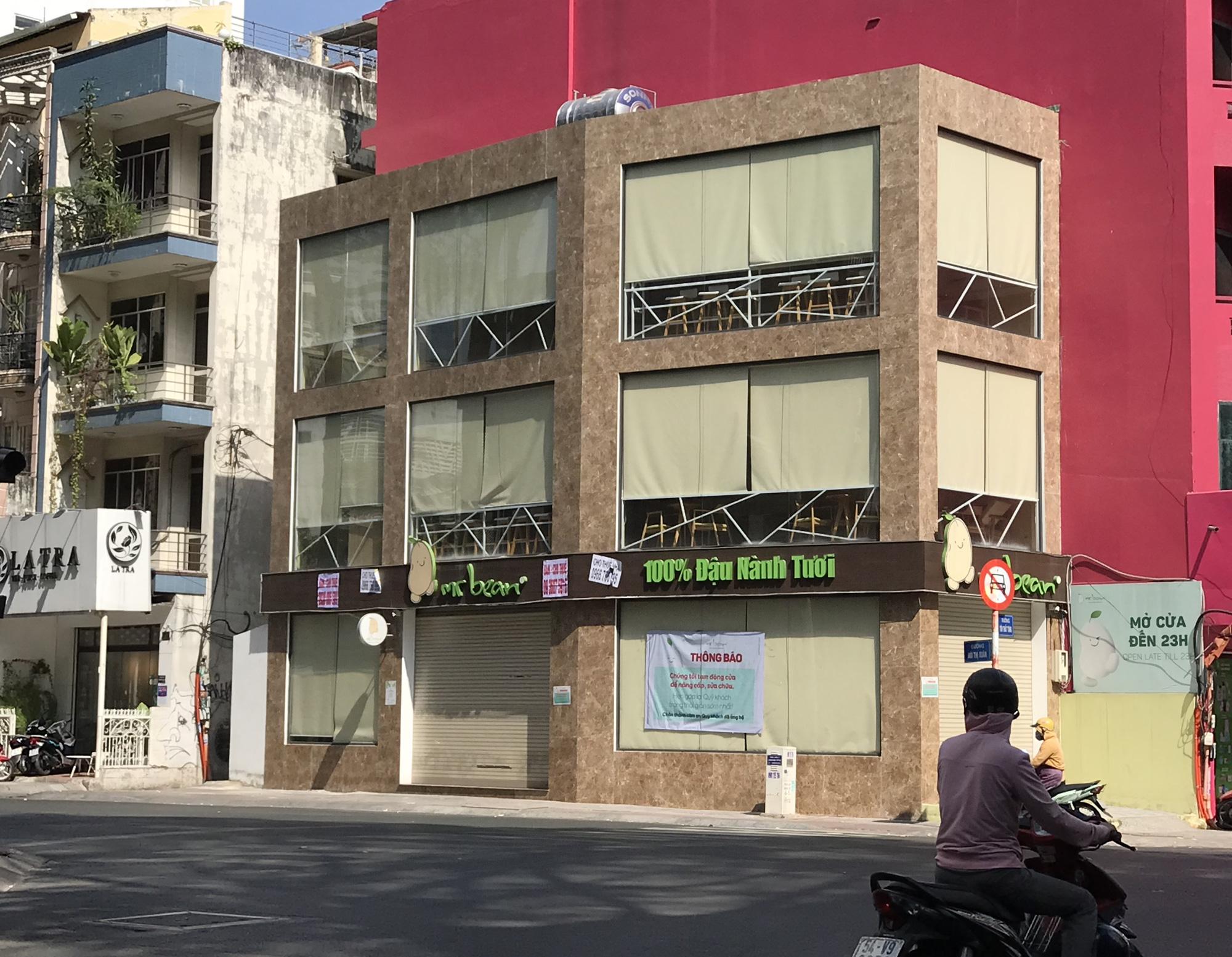 Hình ảnh loạt cửa hàng Toocha, sữa đậu nành Mr Bean của Shark Thủy, thậm chí 7-Eleven cũng đóng cửa vì Covid-19 - Ảnh 11.